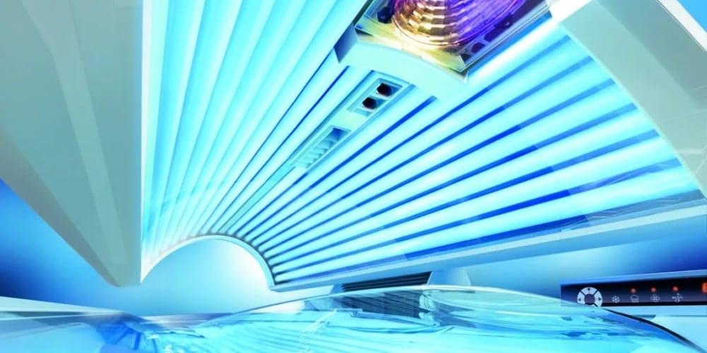 Синий свет ламп солярия против угревой сыпи